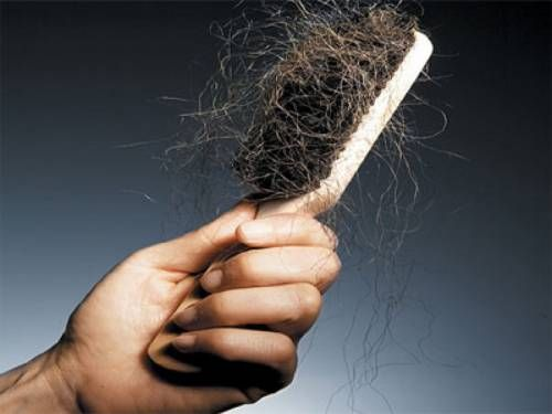 Боротьба з випаданням волосся