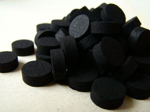 Активоване вугілля в допомогу для відбілювання зубів
