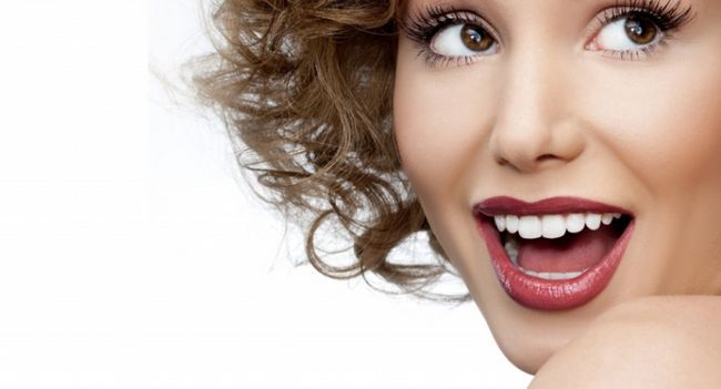 Чим можна відбілити зуби в домашніх умовах?