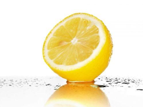 Вибілюємо зуби лимоном