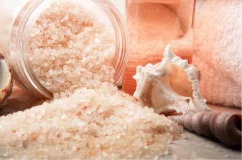 Чим корисна сіль для волосся?