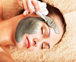 Глина як ефективний засіб в боротьбі з жирною плівкою на обличчі