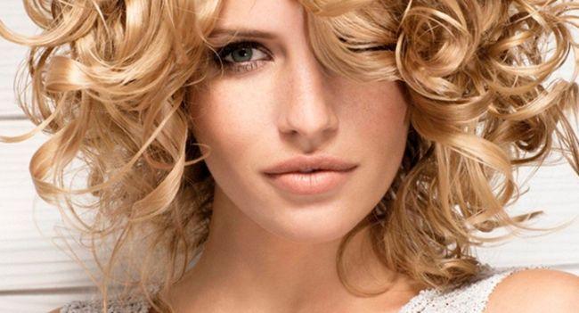 Голлівудські локони: завивка на середні волосся