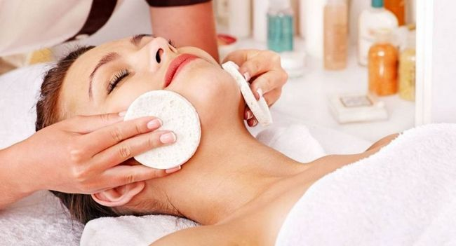 Етапи ручної або механічної чистки обличчя