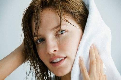 Як швидко висушити волосся без фена і без шкоди