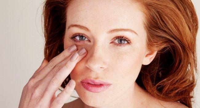 Як позбутися від зморшок під очима