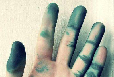 Як відмити зеленку з шкіри рук