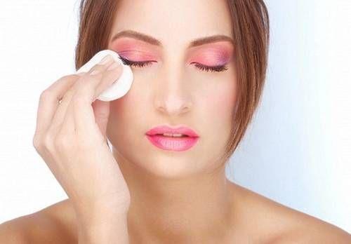 Як правильно знімати макіяж
