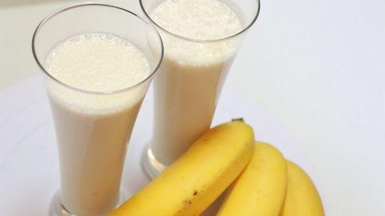 Рецепт молочного напою з бананом, приготованого в блендері