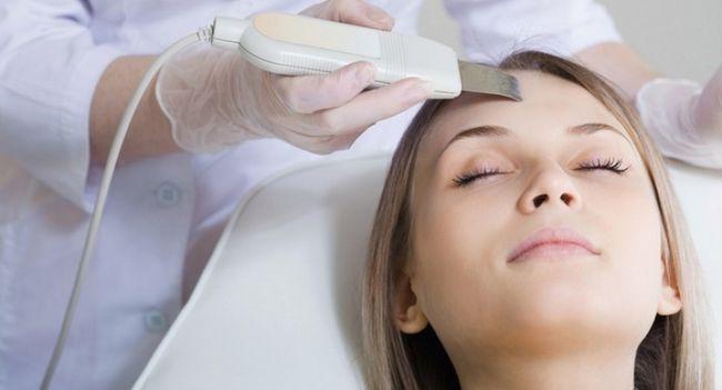 Як прибрати плями від прищів на обличчі?