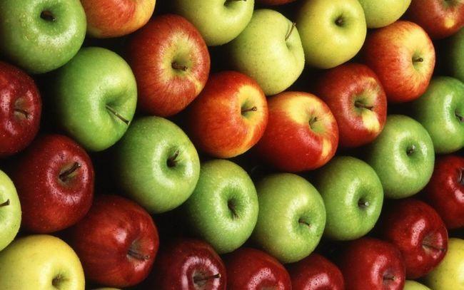 Які вітаміни містяться в яблуках?