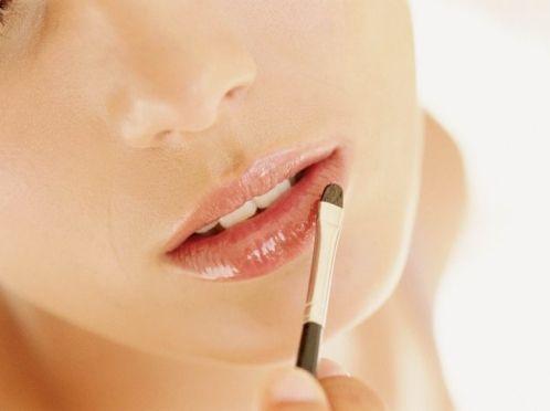 Що робити якщо обвітрилися губи
