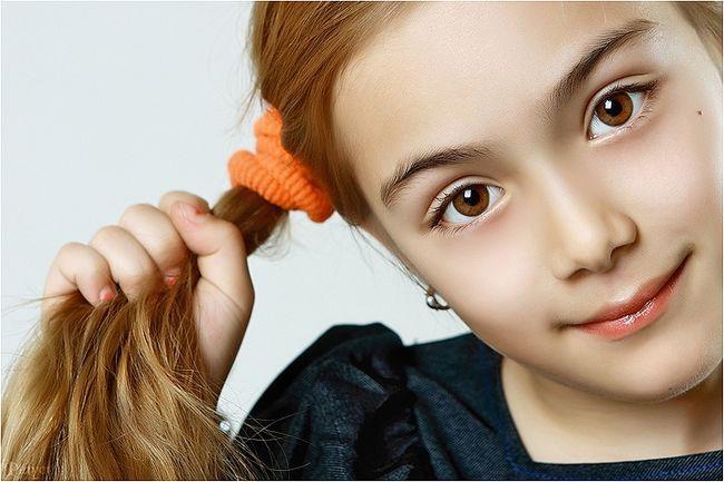Легкі зачіски в школу: як зробити? Варіанти простих і ошатних зачісок для дівчинки