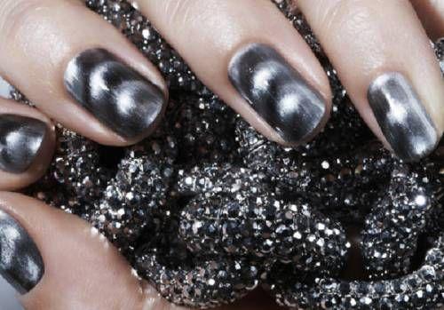 Магнітний лак для нігтів