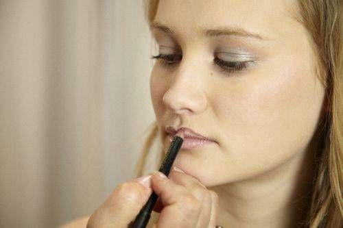 Макіяж для зорового збільшення губ
