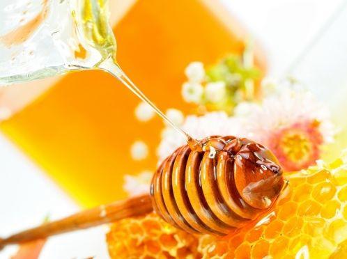 Маска з меду від зморшок навколо очей