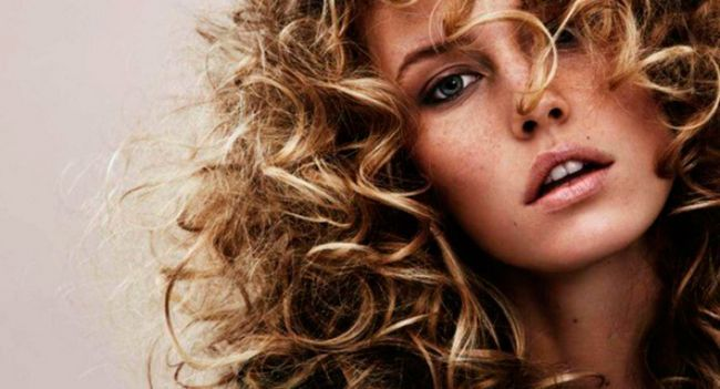 Новий образ за хвилину: як швидше накрутити волосся
