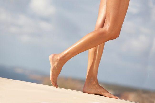 Чому шкіра на ногах стає сухою і як це вилікувати?