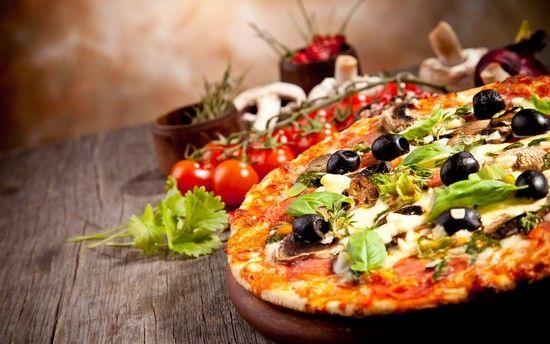 Піца з ковбасою, грибами, помідорами, начинка для ковбасної піци