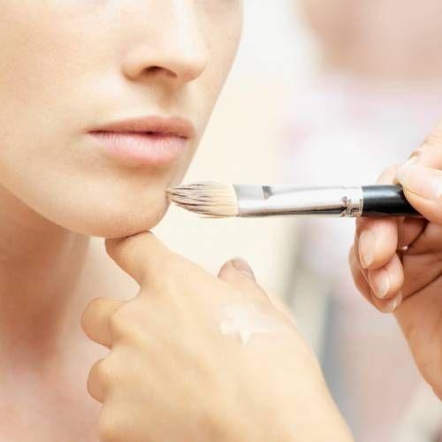 Відповідний для жирної шкіри тональний крем