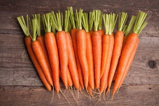 Корисні властивості і можливу шкоду сирої, вареної моркви, а також морквяного соку