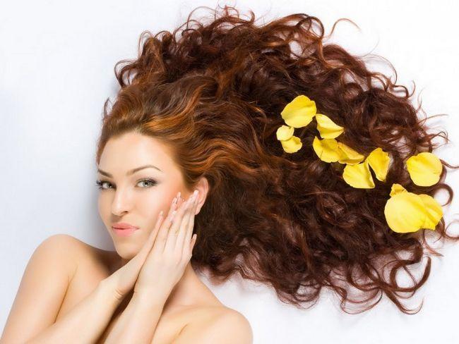 На волоссям треба посилено доглядати