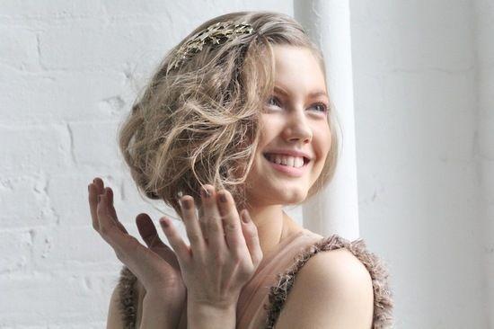 Зачіски на середні волосся на випускний бал: оригінальні варіанти і поради професіоналів