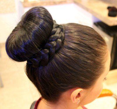 Зачіски на випускний на середні волосся (покроково)