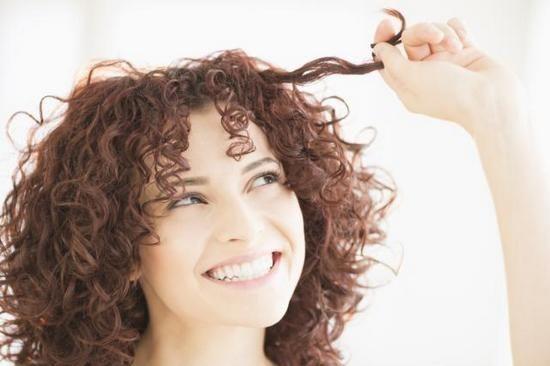 Зачіски з кучерями на середні волосся в домашніх умовах: майстер-клас