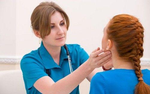Причини запалення шийних лімфовузлів: діагностика та лікування