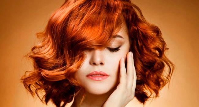 Пучок, корзинка або хвилі: як красиво укласти волосся середньої довжини
