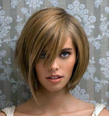 градуированная стрижка на коротке волосся
