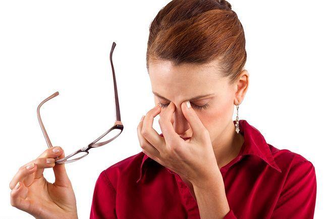 Сухість очей: причини, лікування народними та медичними засобами