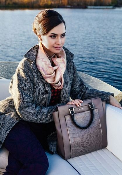 дівчина з сумкою Франческо Марконі