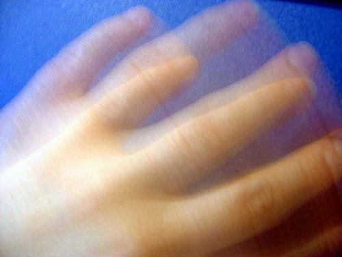 Тремор рук, голови, ніг і пальців: причини і лікування