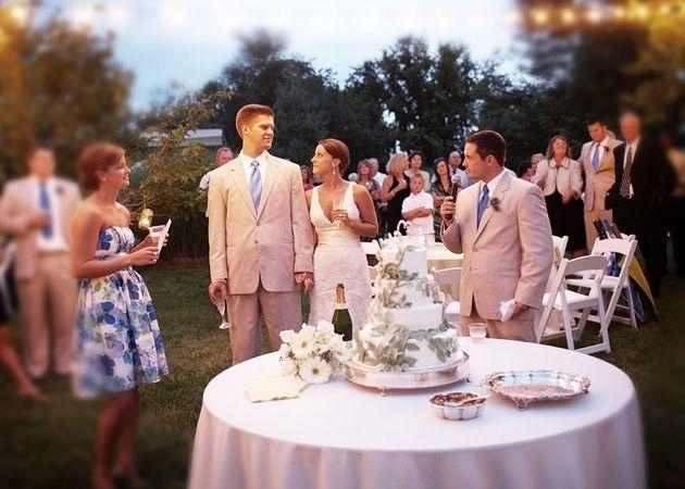 Зворушливе привітання на весілля у віршах. Подарунки на весілля: ідеї