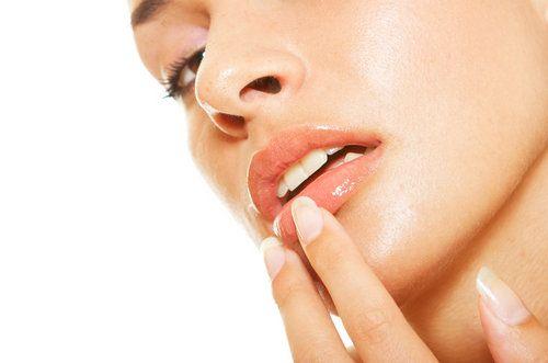 Збільшуємо губи в домашніх умовах вправами і масажем