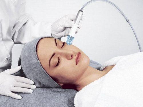 Вакуумна чистка обличчя: особливості процедури і можливі протипоказання