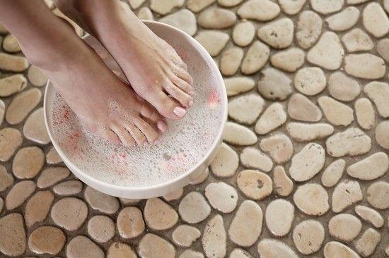 Ванночка для ніг з перекисом водню для догляду за п`ятами, від грибка: застосування, відгуки