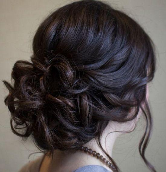 Вечірні зачіски на середнє волосся своїми руками: майстер-клас і поради стилістів