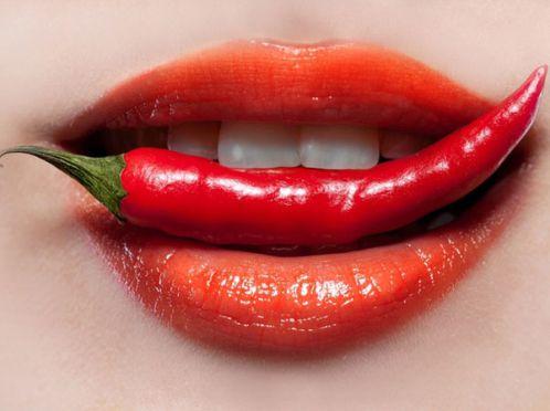 Збільшення губ за допомогою червоного перцю